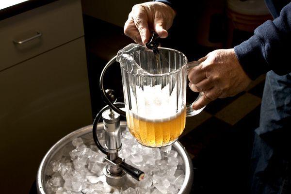 Man ist wieviel, um zu trinken abzumagern