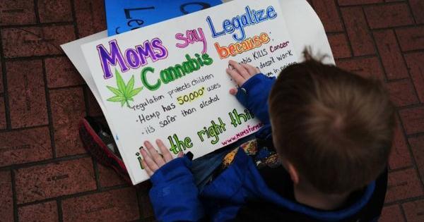 moms marijuana madri sensibilizzare cannabis